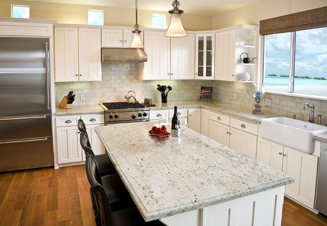 Colonial gold granite kitchen countertop design ideas for Countertop decor ideas