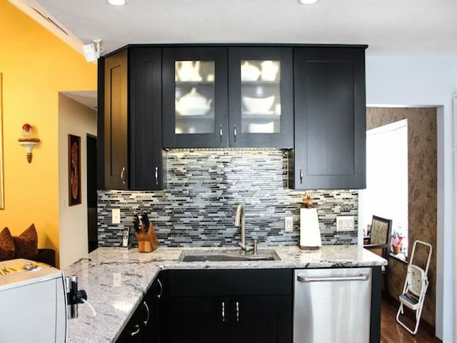 viscount white granite dark cabinet backsplash ideas