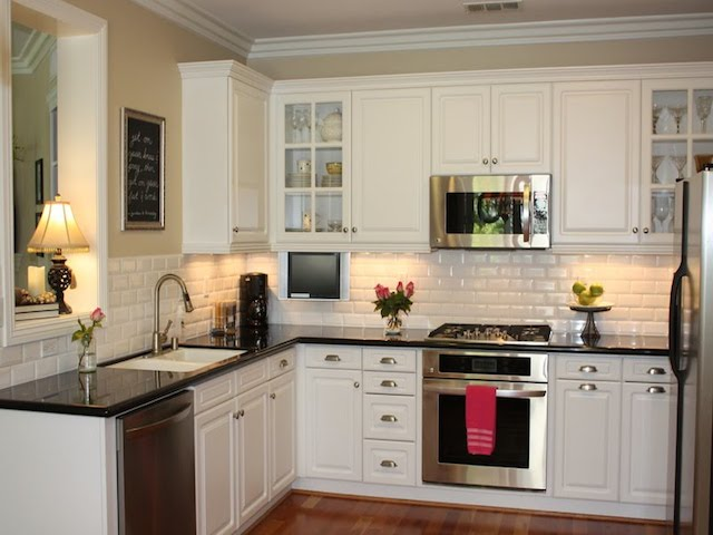 23 backsplash ideas white cabinets dark countertops - White kitchen dark counters ...