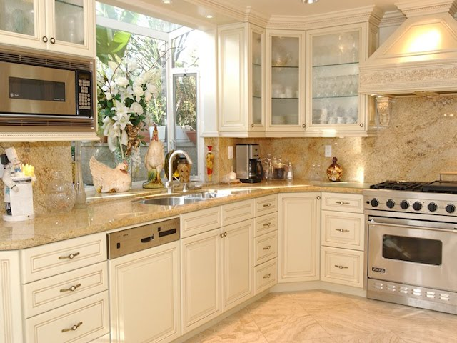 Cream kitchen cabinets countertops ideas remodeling for Cream kitchen cupboards