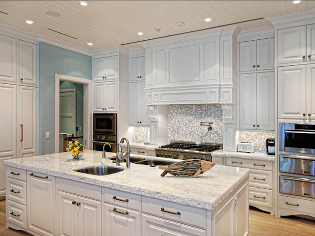 White kitchen cabinets white marble countertops for White kitchen cabinets with white marble countertops